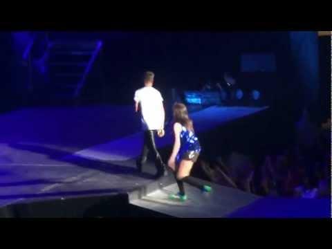 "Carly Rae Jepson & Justin Bieber ""Beautiful"" live in Phoenix 9/29/12"
