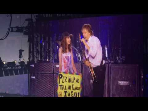 Paul McCartney helps girl tell family she