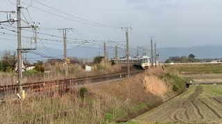田園風景を走る221系大和路快速