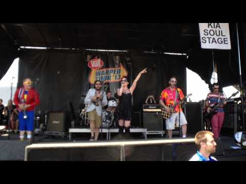 Reel Big Fish - She Has A Girlfriend Now (Live @ Warped Tour 2013)
