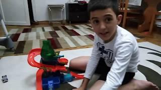 yeni oyuncak parkuru (new toy truck) eğlenceli çocuk videosu)