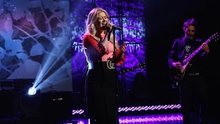 Kelly Clarkson Sings 'I Don't Think About You' Mp3