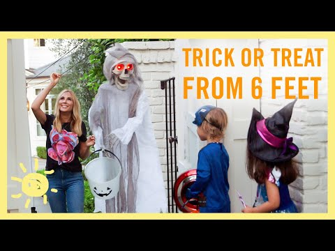 SOCIAL DISTANCE TRICK OR TREATING!!
