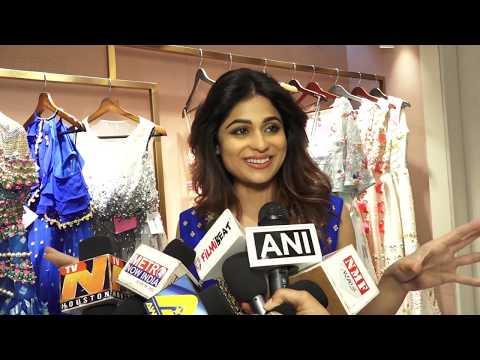 Shilpa Shetty Sister Shamita Shetty Looks H0T In Deep Neckline Gown thumbnail