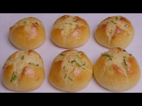 面粉不要蒸馒头了,试试这样做葱香小面包,松软好吃,上桌就抢光