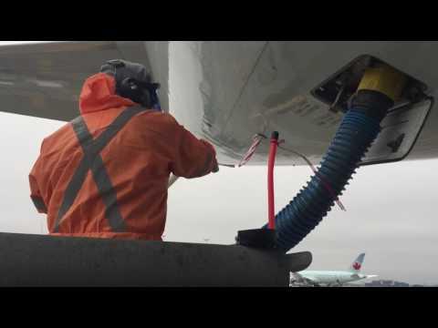 Lavatory services on a320