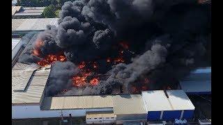Baixar Material plástico dificulta combate ao incêndio na transportadora em Sumaré