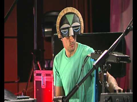 SBTRKT - Hold On (6 Music Live Session)