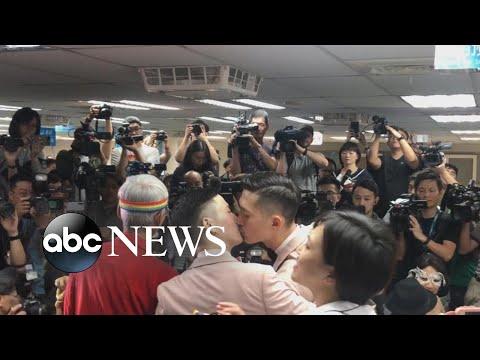 Taiwan celebrates 1st same-sex weddings