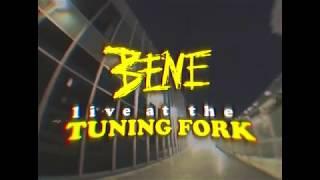 Смотреть клип Benee - Soaked | Bts Live