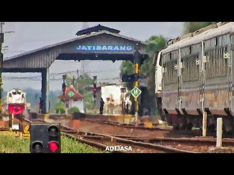 2 (Dua Momen) Pertemuan Kereta Api Di Stasiun Jatibarang