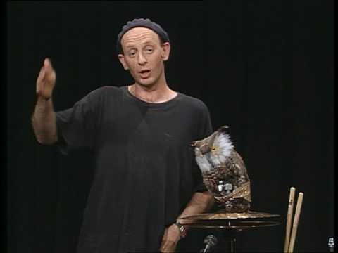 """Alf Poier erklärt, was Koan im Zen ist. (Aus: """"Zen"""", 2000)"""