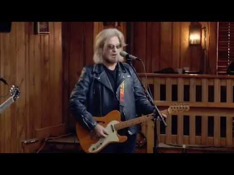"""Live From Daryl's House - """"Devil In Me"""""""