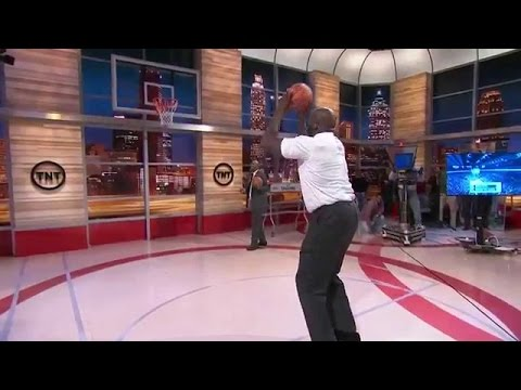 Shaquille O'neal Airballs Free Throw But Can Shoot 3 Pointers At 45 Years Old - Shaq Three Pointers!