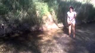 Tirando piedras al rio