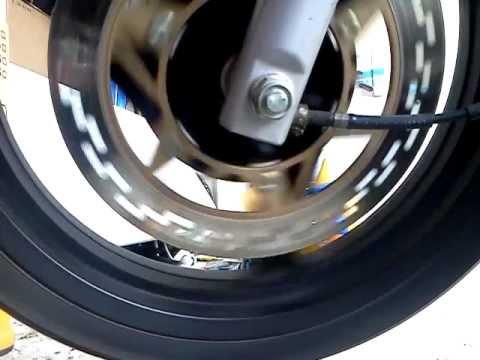 bruit roue avant daelim roadwin 125 fi youtube. Black Bedroom Furniture Sets. Home Design Ideas