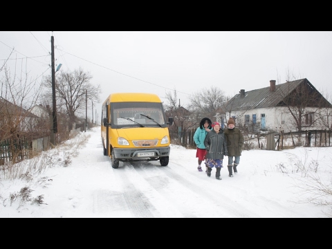 Ukraine: Residents of front line villages receive free bus rides