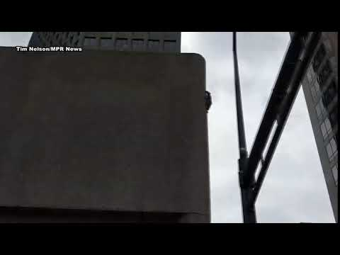 MPR Raccoon scrambles up downtown St. Paul buildings