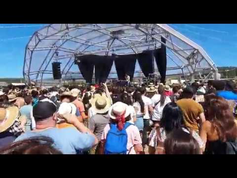 Ortiga pone a todo el mundo a bailar en el Festival de la Luz