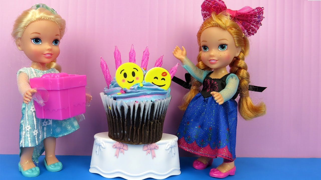 Anna's BIRTHDAY party ! Elsa and Anna toddlers party with guests - Pinata - Cake - Gifts - Games 1