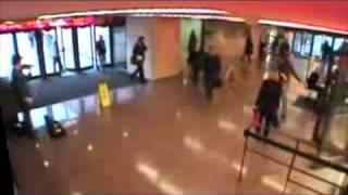 Джошуа Белл сыграл в метро на скрипке Страдивари(, 2013-04-03T10:12:30.000Z)