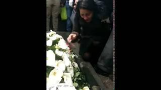 Mina Kostić jeca nad grobom Šabana Šaulića - 22.02.2019.