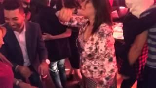 شاهدو الفنانة سهيلة بن لشهب ترقص رقص رائع مع الفانز في حفل تكريمها