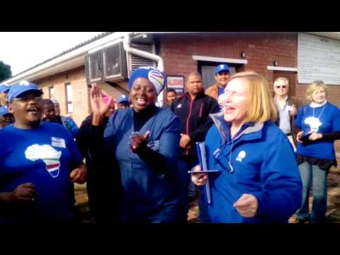 Zille sings along with supporters in Knysna