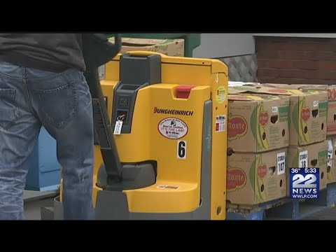 Local food pantry stocking up as government shutdown impacts food stamp recipients