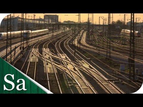 Main Train lines leading into München Hauptbahnhof, Munich, Germany