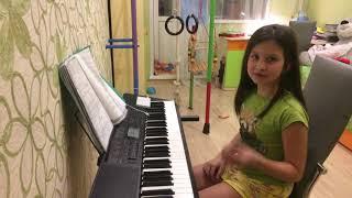 Я играю музыку я играла 1 мелодию Из телепередачи в мире животных И Сарабанду😃