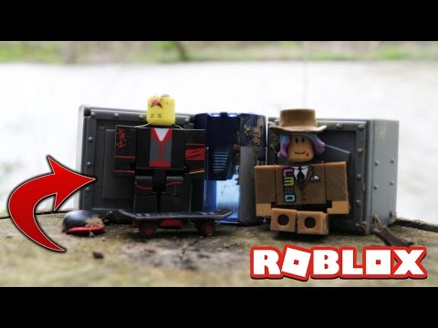WE FOUND ROBLOX TOYS IN THE WILD! (FREE TOYS!)
