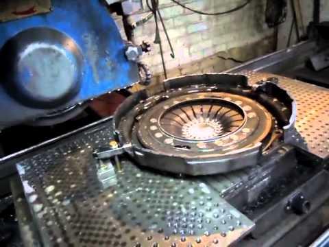 Изготовление шипованных шин.