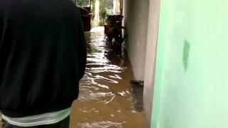 Zeci de strazi in Caransebes si sute de hectare din judetul Caras sunt sub ape
