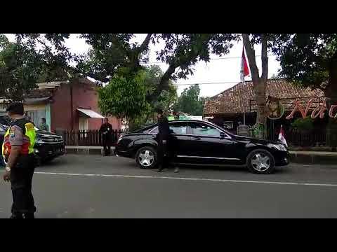presiden-jokowi-di-tuban-wisata-kuliner-kare-rajungan-ndoro-bei