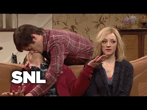 Kissing Family: Lonny Comes Home for Christmas  SNL