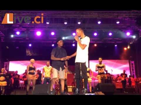Concert Serges Beynaud / Ordinateur Le Danseur De Dj Arafat Font Le Show