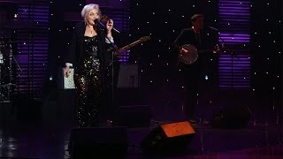 Elle King Performs