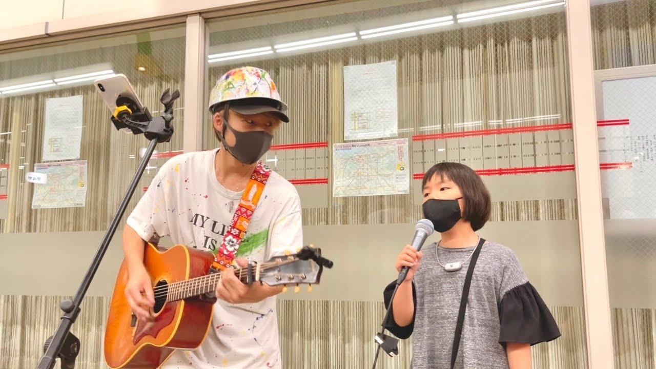 歌うますぎ!8才の可愛すぎる女の子が初めて路上ライブに挑戦した結果が...!!