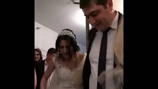 Невесту привели в дом жениха / Жених и невеста разбивают / Армянская свадьба