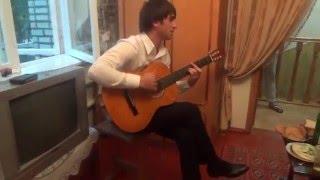 Карачаевец на свадьбе играет на гитаре