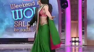 Ellie Avram cute dance with Salman khan in big boss