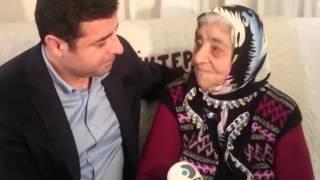 Selahattin Demirtaş, Metin Göktepe'nin annesi Fadime Ana'yı ziyaret etti