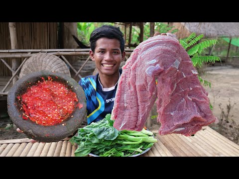 Oh My God! Eat Raw Beef With Thai - styled Chili Salt and Pepper sauce Very Delicious