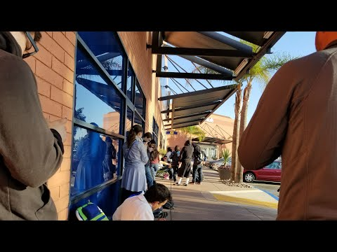 LUCKY SNES Mini Nintendo! Sold Out And Waiting In Line @ BestBuy