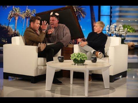 Chris Hemsworth Gets Scared by a Mouse