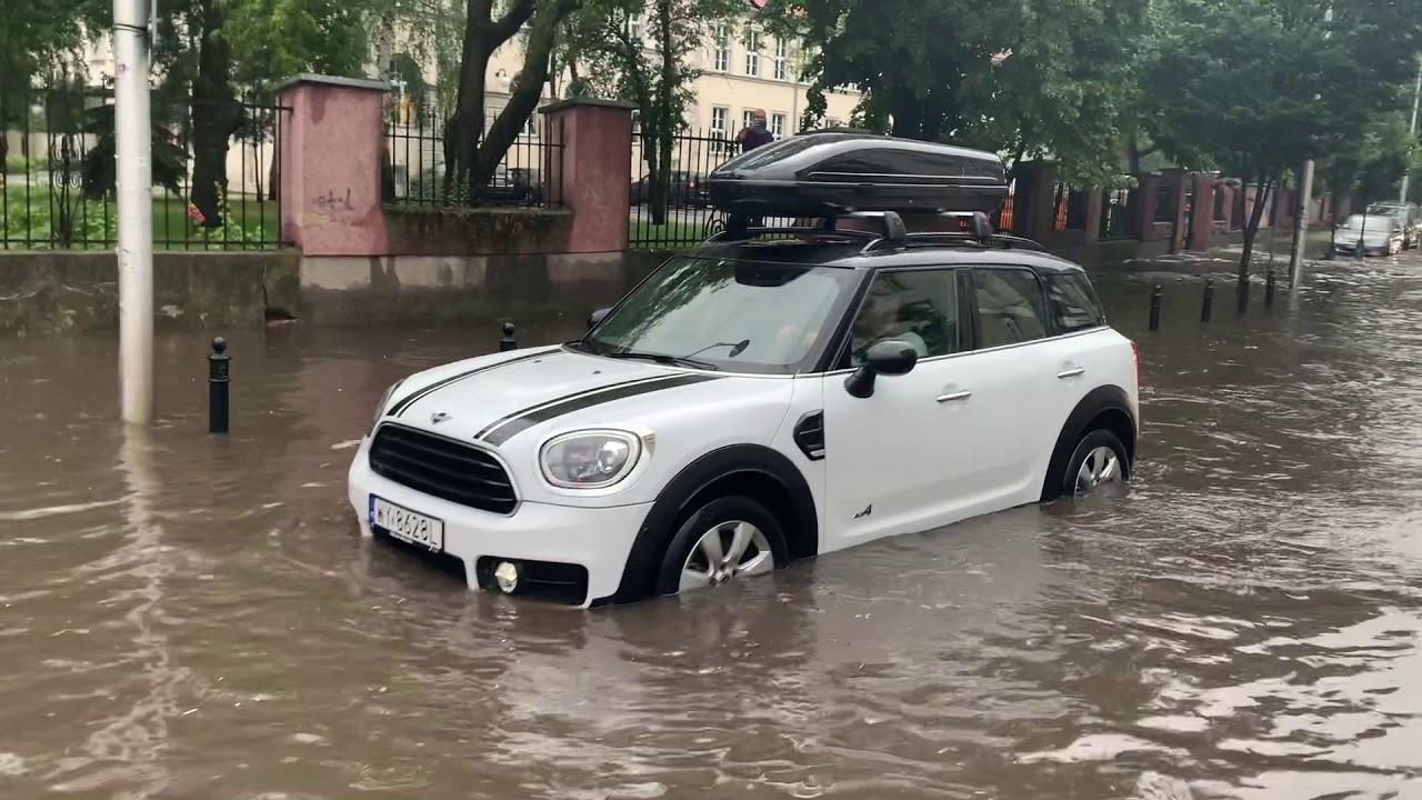 ZALANA WARSZAWA! Obfite opady deszczu sparaliżowały stolicę | FAKT24.PL