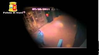 Repeat youtube video Violentata nell'androne di un condominio, a Vittoria. Preso l'aggressore