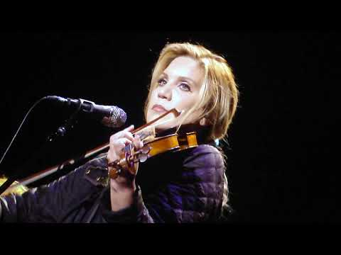 Angel From Montgomery Bonnie Raitt And Alison Krauss Live Virginia Beach Virginia September 14 2019