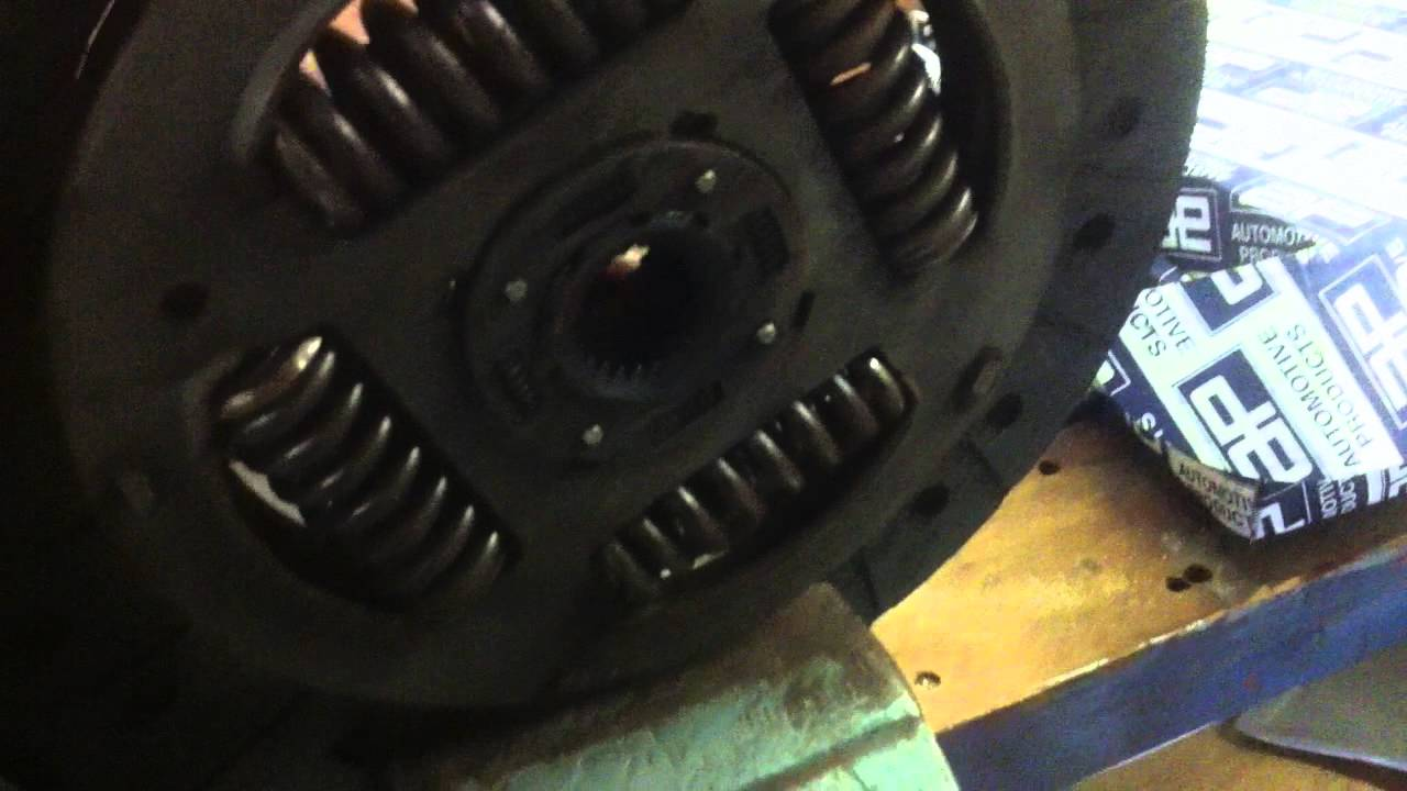 Next Land Rover Defender >> Land Rover Defender MY2007 Puma 2.4 tdci clutch rattle broken friction plate - YouTube